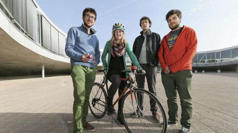 Measuring air pollution on a bicycle