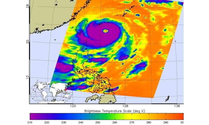 NASA satellites dissect Typhoon Dujuan affecting Taiwan
