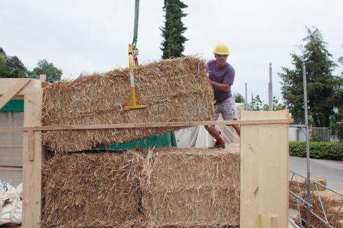 Straw houses in the front line of sustainable construction