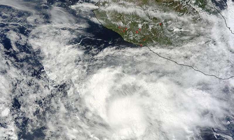 Satellite sees Hurricane Blanca develop a pinhole eye