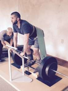 """""""Gravitational Wellness"""" weightlifting participants lift 1,000 pounds with potential health benefits"""