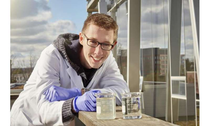 Researchers find new, inexpensive way to clean water from oil sands production