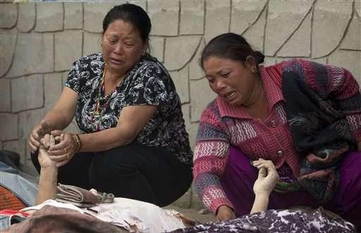 Aftershocks terrify survivors of quake that killed 2,500