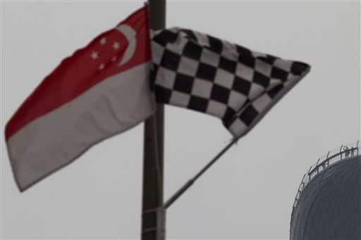 Singapore schools, F1 race on edge as bad haze persists (Update)