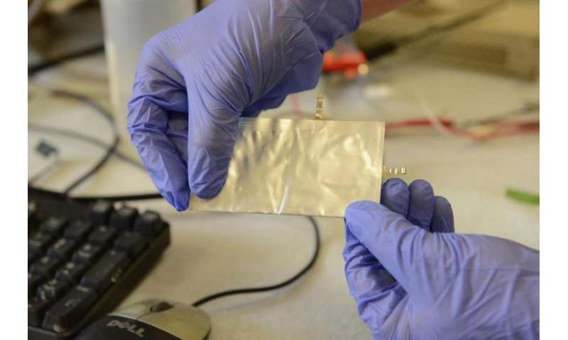 Aluminum battery from Stanford offers safe alternative to conventional batteries