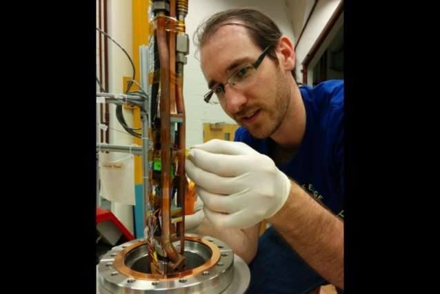 Apparatus measures single electron's radiation to try to weigh a neutrino