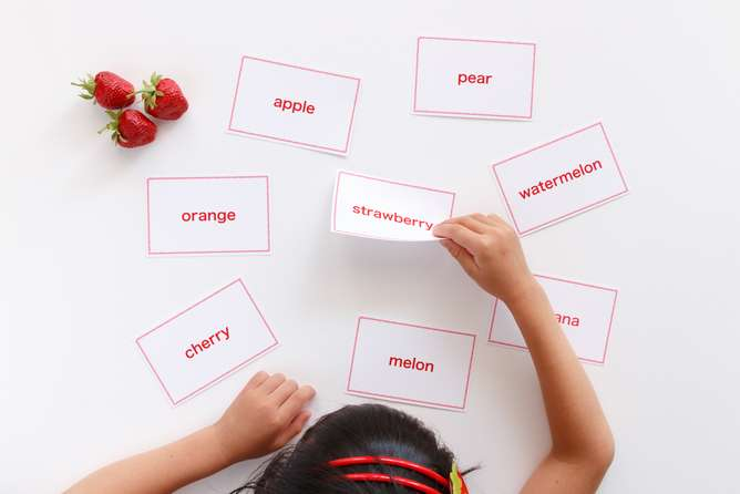Bilingual children lag behind in language learning