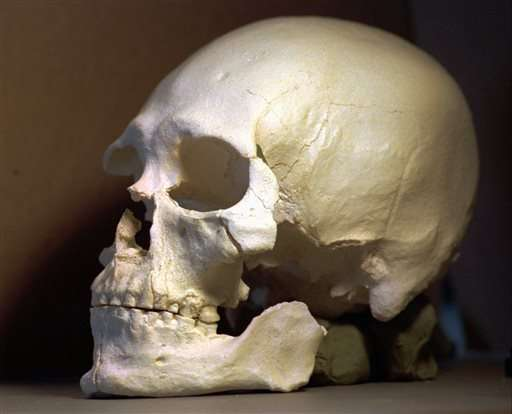DNA from ancient skeleton shows ties to Native Americans (Update)