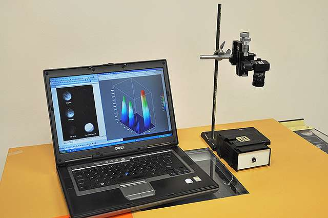 Food toxin detector incorporates camera