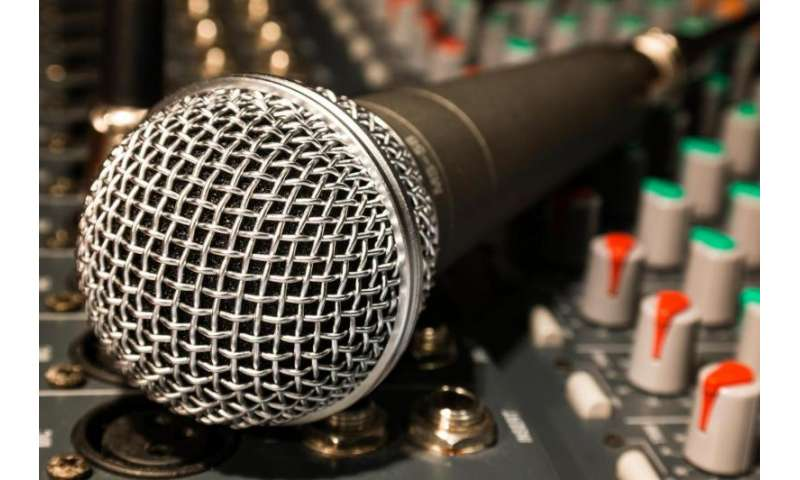 Graphene microphone outperforms traditional nickel and offers ultrasonic reach