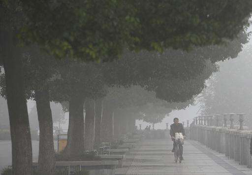 Heavy smog covers Xiangyang, in central China's Hubei province