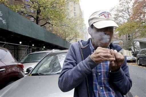 HUD seeks smoking ban in public housing