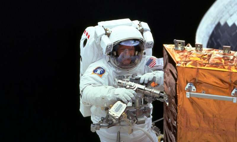 Image: Claude Nicollier repairing Hubble