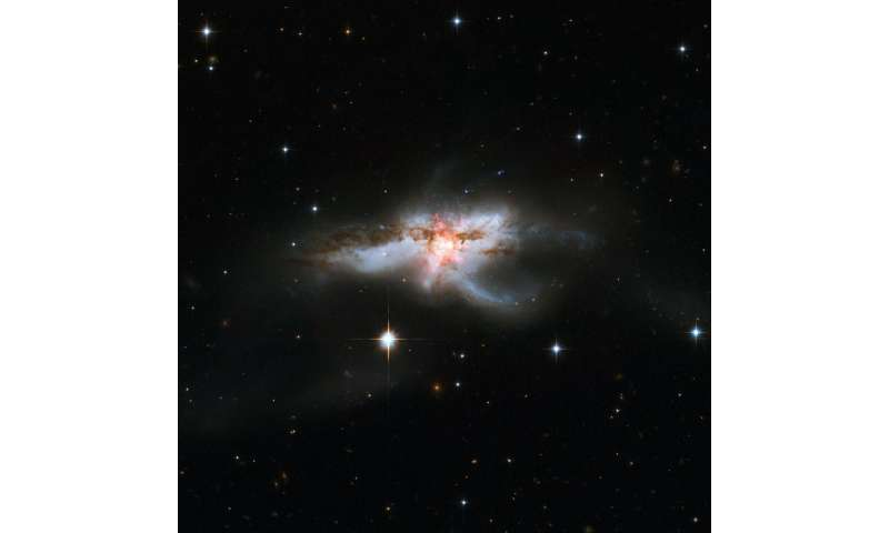 Image: Hubble revisits tangled NGC 6240