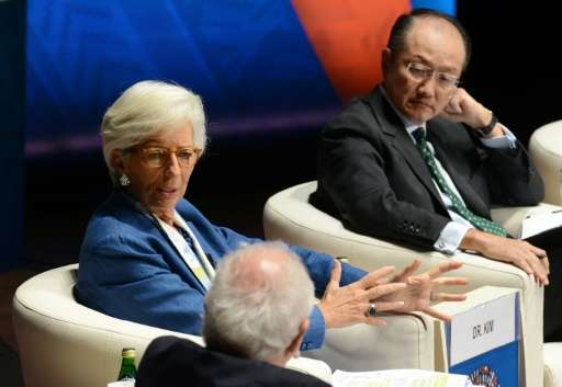 IMF Managing Director Christine Lagarde (L) and World Bank President Jim Yong Kim (R) participate in a panel discussion on clima