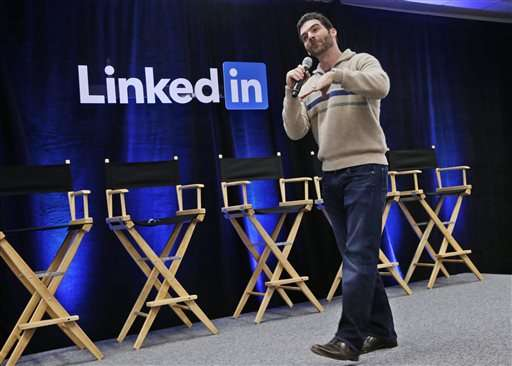 LinkedIn bucks week's downward trend among social media