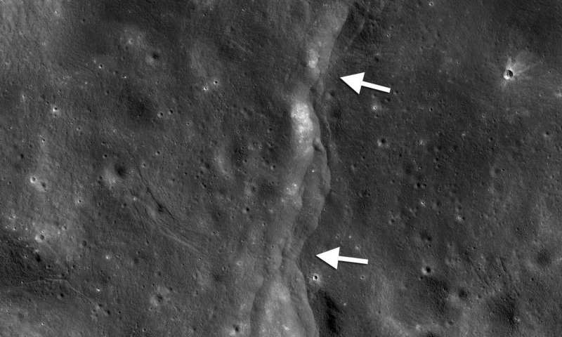 pretty nice 89354 9f1a7 LRO discovers Earth s pull is  massaging  our moon