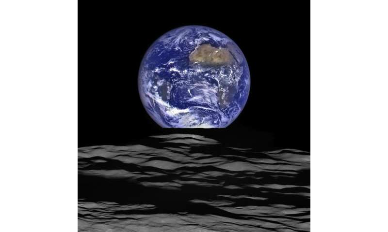 Lunar Reconnaissance Orbiter releases new high-resolution earthrise image