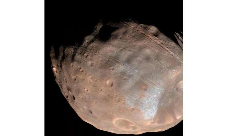 Mars' Moon Phobos is Slowly Falling Apart