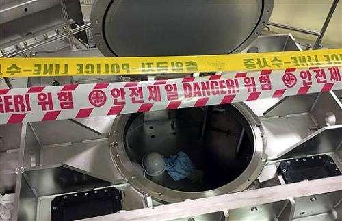 Nitrogen leak at LG Display factory kills 2, sickens 4