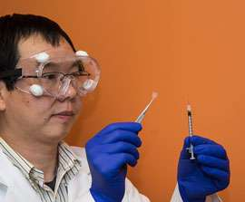 Pharmacy researcher developing nicotine vaccine, novel drug