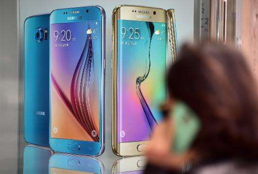 Samsung retook the lead in the global smartphone market in the first quarter, as gains in emerging market sales helped it overta