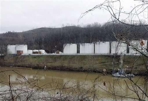 Senate panel advances bill to overhaul chemical regulation