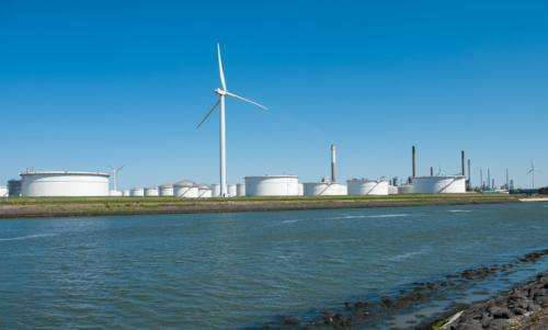 Smart money is on storing energy, not carbon, says economist
