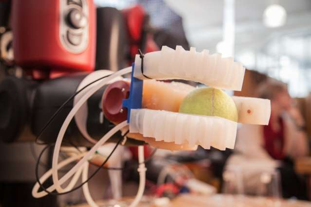 Soft robotic hand can pick up and identify a wide array of objects