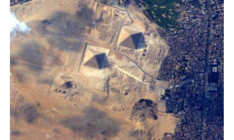 Super-sharp view of the great pyramids from space
