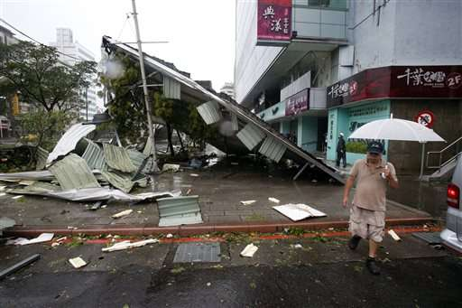 Typhoon threatens China after 10 dead or missing in Taiwan