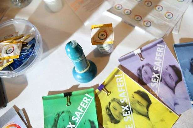 UK youths win for color-changing condom to recognize STIs