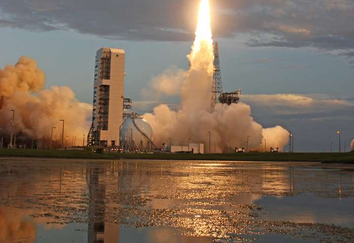 USAF High Throughput Tactical Satcom takes flight in stunning Florida sunset blastoff