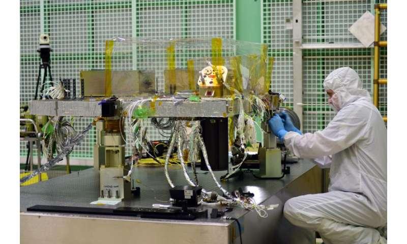 Video: A laser beam's path through NASA's ICESat-2