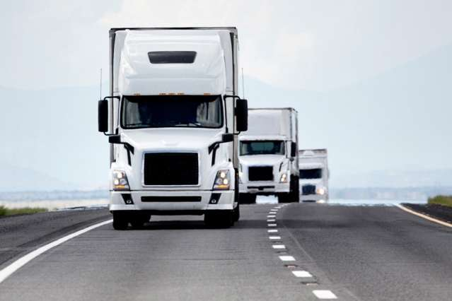 Analysis finds autonomous trucks that drive in packs could save time and fuel