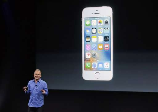 Apple's new iDevices say: Small is beautiful, too