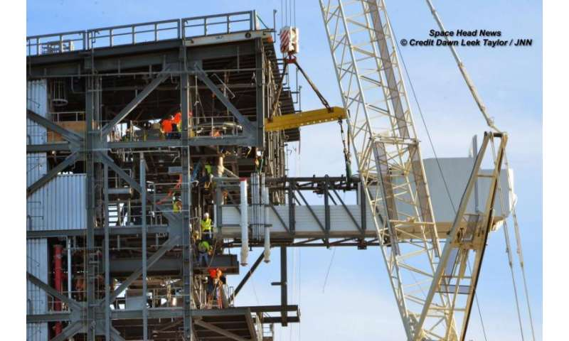 Boeing Starliner crew access arm's 'awesome' launch pad installation