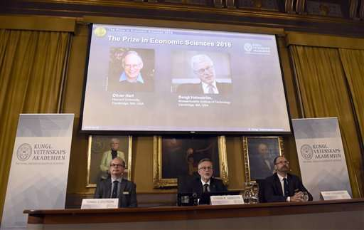 For showing how contracts work best, 2 economists win Nobel