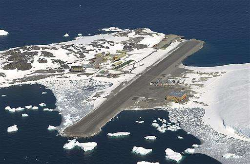 Plane lands at South Pole in daring winter medical rescue