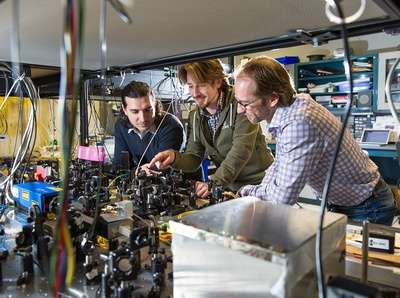 Towards quantum Internet: Researchers teleport particle of light six kilometres