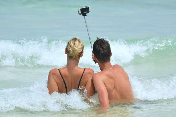 Your selfie obsession could ruin your relationship