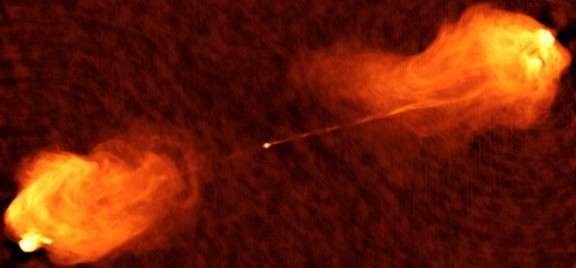 A famous supermassive black hole 'spied on' with the Gran Telescopio CANARIAS
