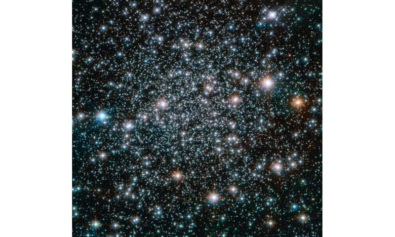 Image: Hubble spots heavy-metal stars in head-banging spherical cluster