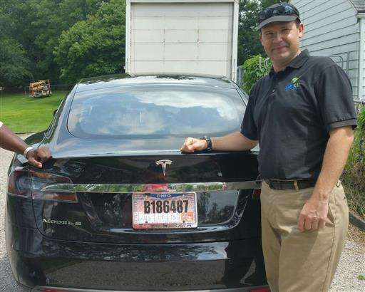 Tesla driver's death on 'Autopilot' triggers probe, dilemma