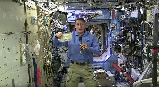 Thanksgiving in space: turkey, green beans & even football