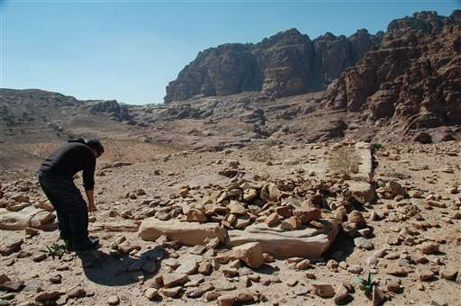 [Image: 25-archaeologis.jpg]