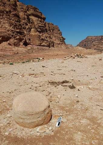 [Image: 28-archaeologis.jpg]