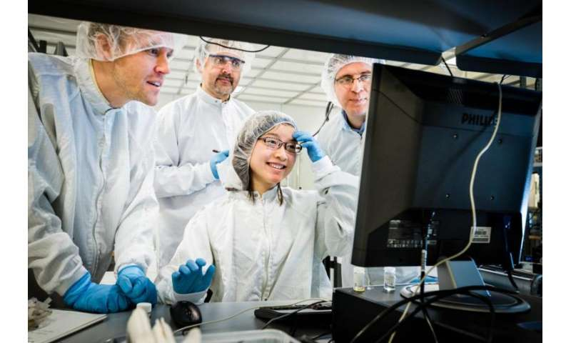 Researchers develop supercondenser that can be charged by the sun