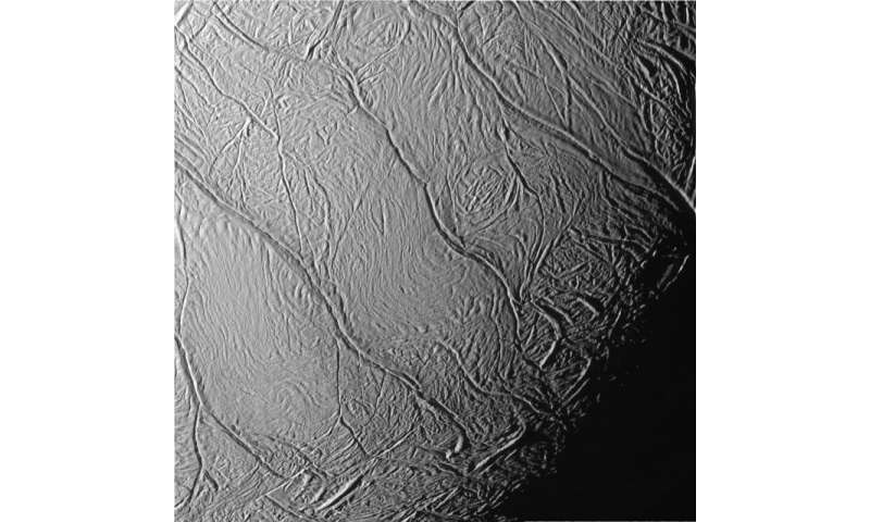 Computer model explains sustained eruptions on icy moon of Saturn