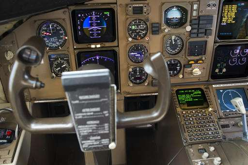 Pilots, air traffic controllers shifting to text messaging